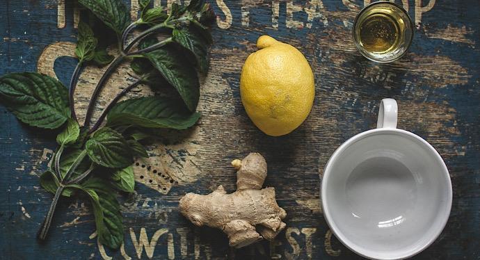Acqua e limone la bevanda e i benefici